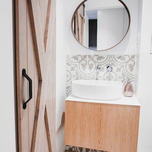 badezimmer schiebetür, rustikale Schiebetüren im Bad
