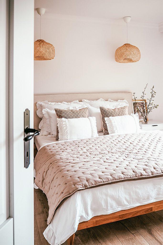 Holz im Schlafzimmer, Weiß und Holz, natural beige im Schlafzimmer, dekorative Lampenschirme