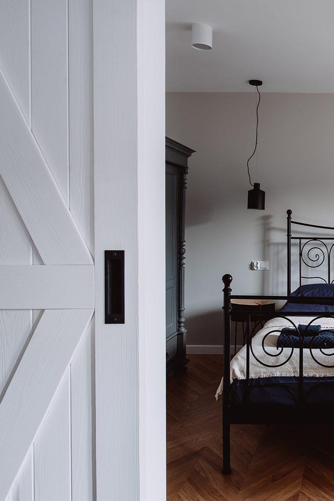 moderner Retro-Stil, Wohnungen zu vermieten Wroclaw, Doppelschiebetüren, weiße Schiebetüren, barn door