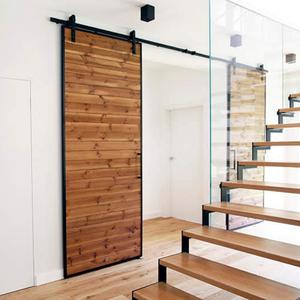 stahl und holz Schiebetüren, große Schiebetüren, Schiebetüren in der Residenz, wie man das Wohnzimmer vom privaten Teil trennt, modernes Wohnzimmer, Doppelschiebetüren, Holztüren in einem Metallrahmen