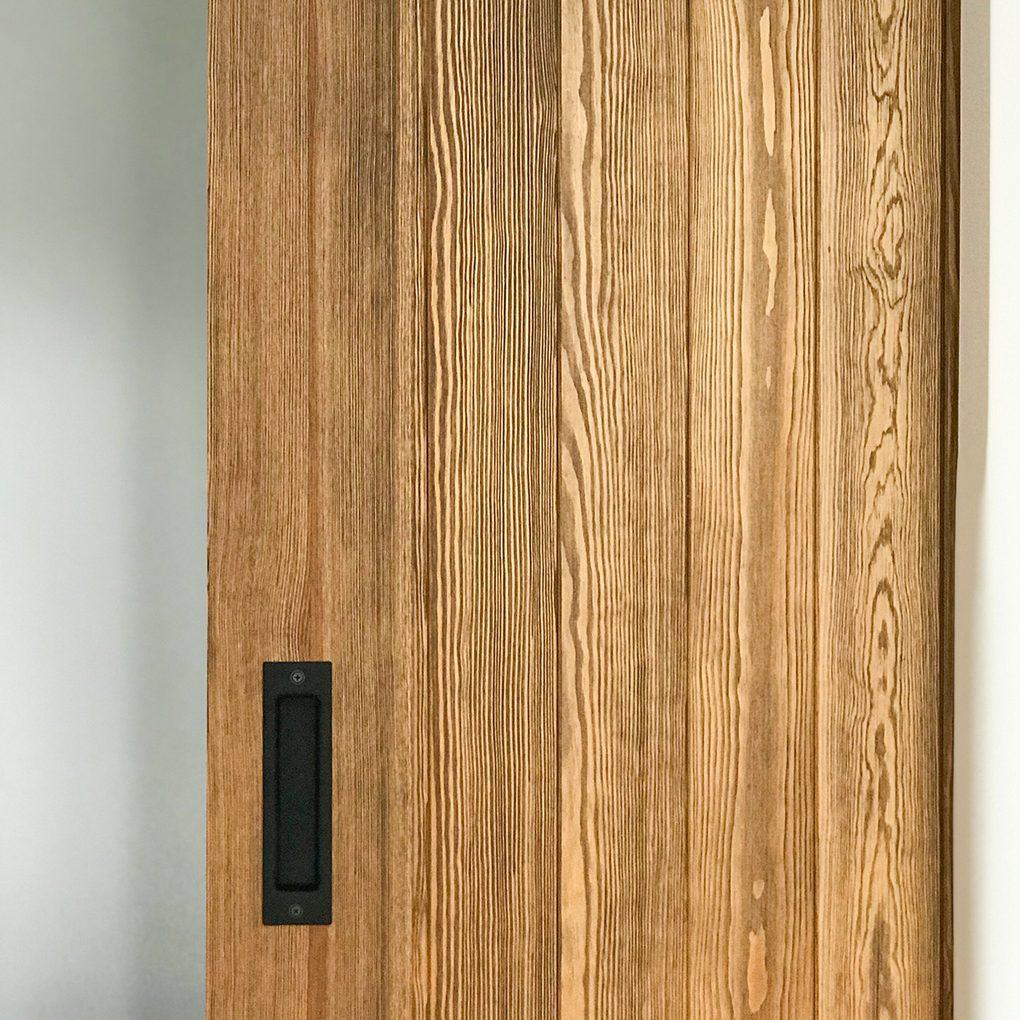 Holzschiebetüren Loft Stil in der femininen Wohnung