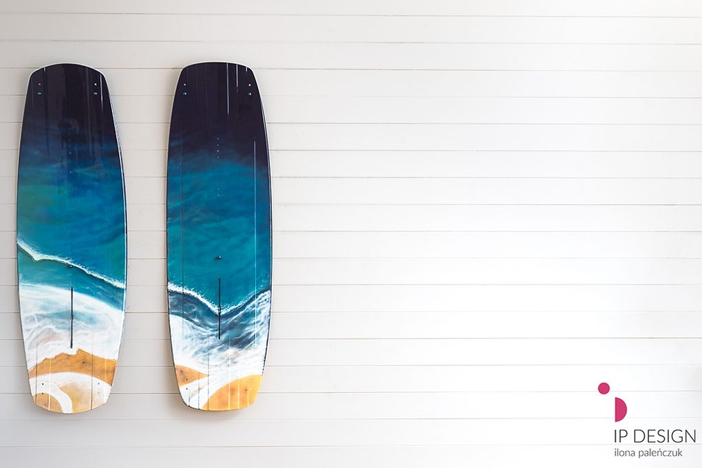 blaues dekoratives Surfbrett mit maritimem thema